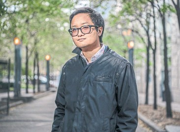 ?? MOE DOIRON FOR THE TORONTO STAR ?? Dial-A-Story offered a way for Andrew Do's Vietnamese-speaking mother to share bedtime stories with him in English.