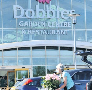 ??  ?? Green fingered The new rules will see the likes of Dobbies in Perth shut in an attempt to prevent the virus spreading