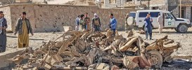 ?? (AFP) ?? Se­cu­rity per­son­nel and res­i­dents gather around the site of a car bomb at­tack that tar­geted an Afghan Po­lice head­quar­ters in Feroz Koh, the cap­i­tal of Ghor Province on Sun­day