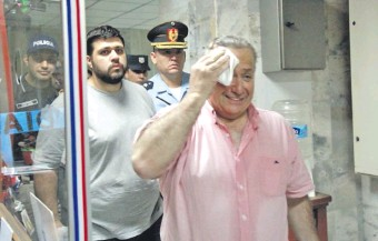 ??  ?? Óscar Rubén González Chaves (izq.) y su padre el exsenador Óscar González Daher. (Archivo).