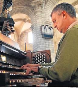 ?? VANESA LOBO ?? El organista Ángel Hortas.