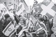 ??  ?? Canadian, Quebec and Israeli flags were given away during the march, which was attended by about 12,000 revellers.