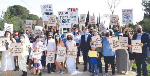 ?? (Jeremy Sharon) ?? IMMIGRANTS TO ISRAEL protest the government policy preventing family members from visiting them in a demonstration outside the Knesset last week.
