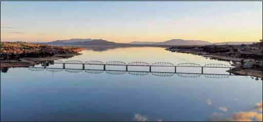 ??  ?? MAN MADE: The Bethanga bridge spans Lake Hume in Wodonga.
