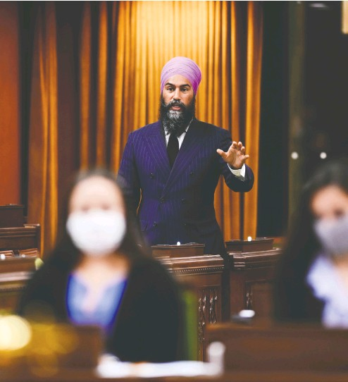?? Sean Kilpat rick / THE CANADIAN PRESS ?? To support the Liberals' throne speech, NDP leader Jagmeet Singh demanded a funding boost for Canadians who have lost work due to the pandemic and exacted a promise to widen workers' access to sick leave.