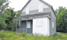 ??  ?? This house at 176 Cottage St. in Glace Bay is up for immediate ownership in the Cape Breton Regional Municipality property tax sale. Tenders close July 6. The starting bid is the $11,315.77 owing in taxes.