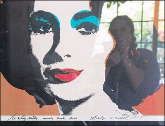 """??  ?? """"ANDY WARHOL to Elizabeth"""" includes a ref lection of Opie in the photograph."""