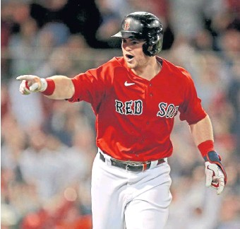 ?? STUART CAHiLL pHOTOs / HeRALD sTAFF ?? CLUTCH TIME: Red Sox second baseman Christian Arroyo points to the dugout after his solo home run in the eighth inning against the Blue Jays at Fenway Park on Friday night. Below, Arroyo makes a play on Friday.