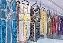 ??  ?? ►HUACA, Carchi. En una sala hay 95 de los más de 300 trajes de La Purita, como llaman a la Virgen de la Purificación.