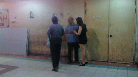 ??  ?? Vice den: A common scene in Ace Electronics Complex, prostitutes approaching customers and negotiating the price.