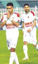 ??  ?? Allati (à gauche), l'un des joueurs sanctionnés par la direction