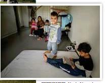 ?? FOTO: CLAUDIO BRITOS ?? NYINFLYTTADE. Nasir Ahmad Azizis familj trivs bra i Bromma, men saknar Afghanistan.