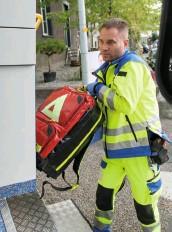 ??  ?? Die Rettungsfachkräfte arbeiten 42 Stunden pro Woche.