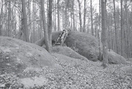??  ?? Божий камінь — найпопулярніше місце серед туристів. Фото з сайта pravda.com.ua (Ельдар Сарахман).