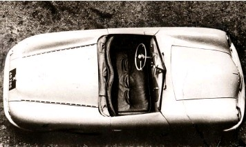 ??  ?? Above right: Only from a high angle are the ventilation slots visible along the edges of the rear deck lid. A narrow space behind the seats was large enough to hold the rudimentary top when folded