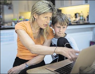 ?? Foto: imago images/Science Photo Library ?? Wenn Mama nicht arbeiten gehen kann, weil das Kind per Homeschooling unterrichtet wird, will das Land künftig eine Entschädigung zahlen.