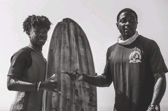 ??  ?? Longtime Rockaway surfer and founder of the East Coast Chapter of the Black Surfing Association, Lou Harris, passing some knowledge to local soon-to-beripper Marquez Celestin. Photo by KYLE TERBOSS
