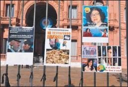 ??  ?? La manifestación fue en la Plaza de Mayo. La mayoría de las consignas fueron en rechazo al manejo irregular de las vacunas que quedó en evidencia la última semana.