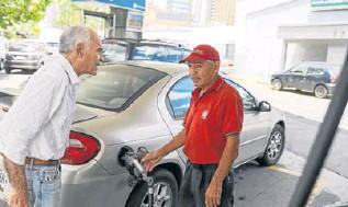 ?? EFE ?? Las colas volvieron a las gasolineras de algunas zonas de Caracas