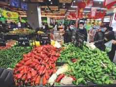 ??  ?? 29 de enero de 2020. Ciudadanos de Nanjing hacen sus compras en un supermercado.