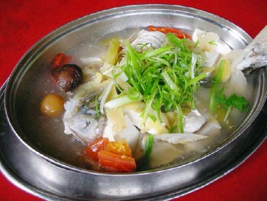 ??  ?? Blogger Peter Lim loves this steamed threadfin fish for its savoury and sour broth.