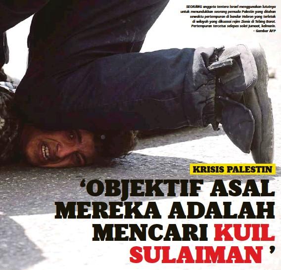 ??  ?? SEORANG anggota tentera Israel menggunakan lututnya untuk menundukkan seorang pemuda Palestin yang ditahan sewaktu pertempuran di bandar Hebron yang terletak di wilayah yang dikuasai rejim Zionis di Tebing Barat. Pertempuran tercetus selepas solat...