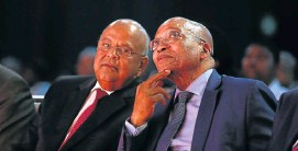 ?? Picture: MOELETSI MABE ?? IN CALMER TIMES: Pravin Gordhan and President Jacob Zuma at a conference in 2015, when Gordhan was minister of co-operative governance