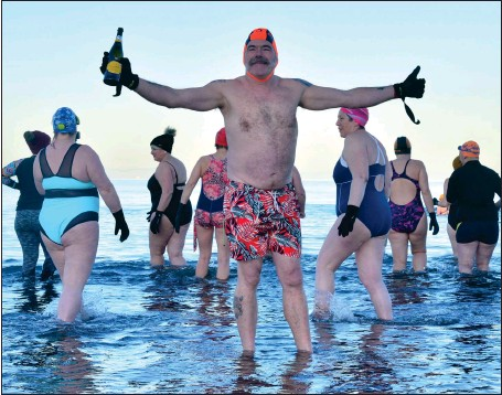 ?? Picture: Kirsty Anderson ?? Wild swimmer Richard Cox, who swam outdoors every day of 2019, at Portobello Beach in Edinburgh with fellow hardy souls