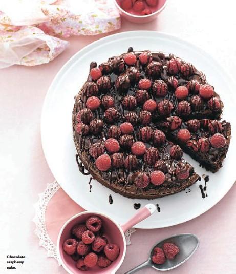 ??  ?? Chocolate raspberry cake.