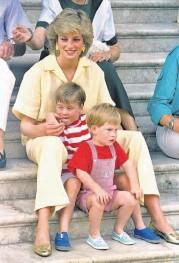 ??  ?? Como madre, Diana siempre puso en primer lugar a sus hijos Guillermo y Enrique.