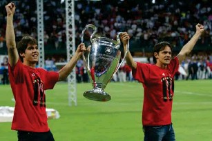 ?? (AFP/Getty) ?? Kaka (left) and Filippo Inzaghi celebrate Milan's 2007 UCL triumph