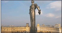 ?? (AP/Maxim Marmur) ?? The monument of Gagarin in Moscow was built in 1980 and became a Moscow landmark. Gagarin's statue stands on a pedestal made to resemble rocket exhaust and is made of titanium. It's 138-feet high and weighs 12 tons.