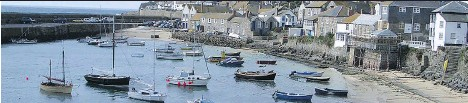 ?? SARAH MURDOCH ?? The charming fishing harbour of Mousehole has a tiny mouth to protect it from the wild sea.