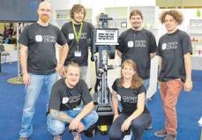 ?? FOTO: HOCHSCHULE ?? Das Team der Hochschule Ravensburg-Weingarten (hintere Reihe von links): Benjamin Stähle, Steffen Pfiffner, Thomas Buck und Benjamin Kathan. Daniel Assfalg und Simone Müller (vorne).