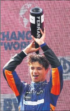 ??  ?? Lando Norris celebra su tercer puesto en el podio de Red Bull Ring.