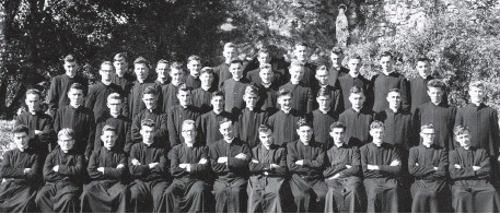 ??  ?? John (Seán) Dunne, first on left in the back row, with the group that entered the SMA in 1963, to begin their studies for the priesthood.