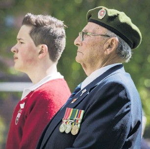 ?? PHOTO: GER­ARD O'BRIEN ?? Young and old alike . . . Dar­tanyon Richards and his great­grand­fa­ther, for­mer 4th Bat­tal­ion mem­ber Char­lie Boyes, both of Dunedin, at yes­ter­day's Armistice Day cer­e­mony at Queens Gar­dens.