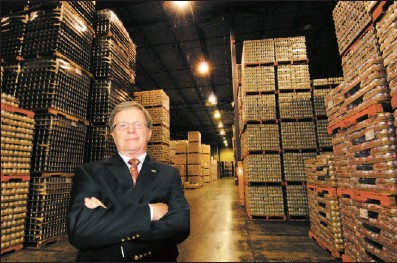 ?? SCOTT ROBERT COLLINS THE GAZETTE ?? Carrière Foods owner Marcel Ostiguy surveys the St. Denis sur Richelieu warehouse of the family business he has run for 40 years, and which will soon be sold to French food giant Bonduelle