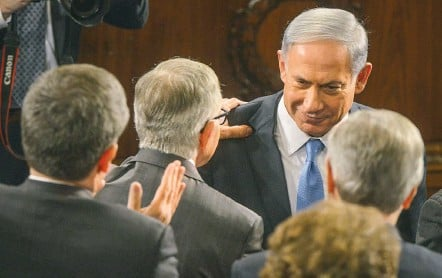 ?? BILL O'LEARY/THE WASHINGTON POST ?? Prime Minister Benjamin Netanyahu greets Senate Minority Leader Harry M. Reid (D-Nev.) before addressing a joint meeting of Congress.