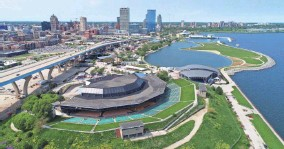 ?? MIKE DE SISTI AND JIM NELSON / MILWAUKEE JOURNAL SENTINEL ?? The American Family Insurance Amphitheater, on the Summerfest grounds, could see more concerts after a new promoter deal.