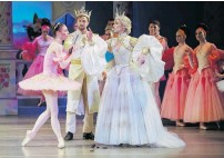 ??  ?? RNZB dancers Kate Kadow as Aurora, Nick Schultz as King and Clytie Campbell as Queen.