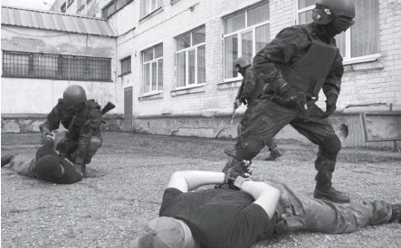 ?? Фото из архива отдела Росгвардии по РА ?? Подробности большинства операций ОМОНа запрещено разглашать.