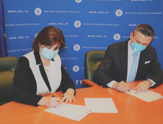 ??  ?? Explicație foto – Ministerul Educației și Agenția Anti-Drog au încheiat un protocol.