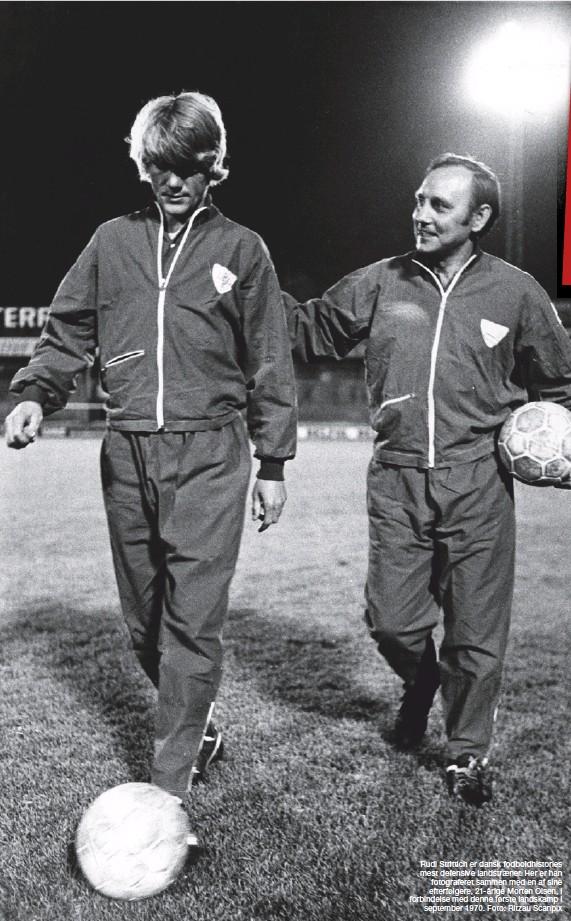 ??  ?? Rudi Strittich er dansk fodboldhistories mest defensive landstraener. Her er han fotograferet sammen med en af sine efterfølgere, 21-årige Morten Olsen, i forbindelse med denne første landskamp i september 1970. Foto: Ritzau Scanpix