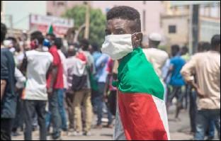 ??  ?? تظاهرة خرجت في الخرطوم مناهضة للحكومة