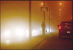 ??  ?? Vehicles moving along a Kuwaiti highway during a sandstorm in the capital Kuwait City on May 12. (AFP)