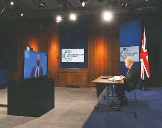 """?? JUSTIN TALLIS/POOL/ASSOCIATED PRESS ?? British Prime Minister Boris Johnson listens to President Biden during a climate summit in April. Analysts said they expect the leaders to be """"professionals"""" during this week's Group of Seven summit."""