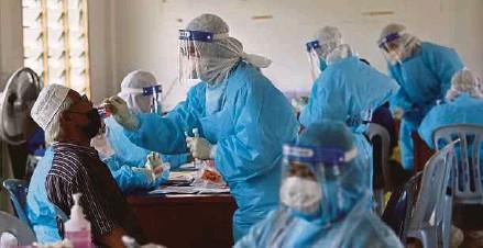 ?? (Foto hiasan) ?? Individu tidak perlu ke fasiliti kesihatan dengan adanya kit ujian sampel air liur untuk saringan COVID-19.