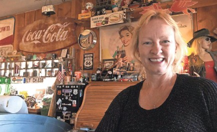 ?? PHOTOS BY SCOTT CRAVEN/USA TODAY NETWORK ?? Owner Amy Franklin has left Hackberry General Store largely untouched since taking over in January 2016, an ode to times past when you could get your kicks on Route 66 through Arizona.