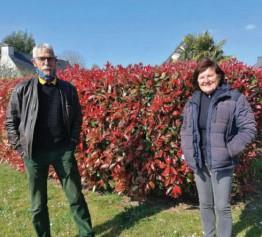 ??  ?? Jean Noël Loget et Martine Dohollou sont avec Fabrice Ninerailles (absent sur la photo) à l'origine du nouveau collectif citoyen qui a fait circuler un tract dans la commune du Hézo.